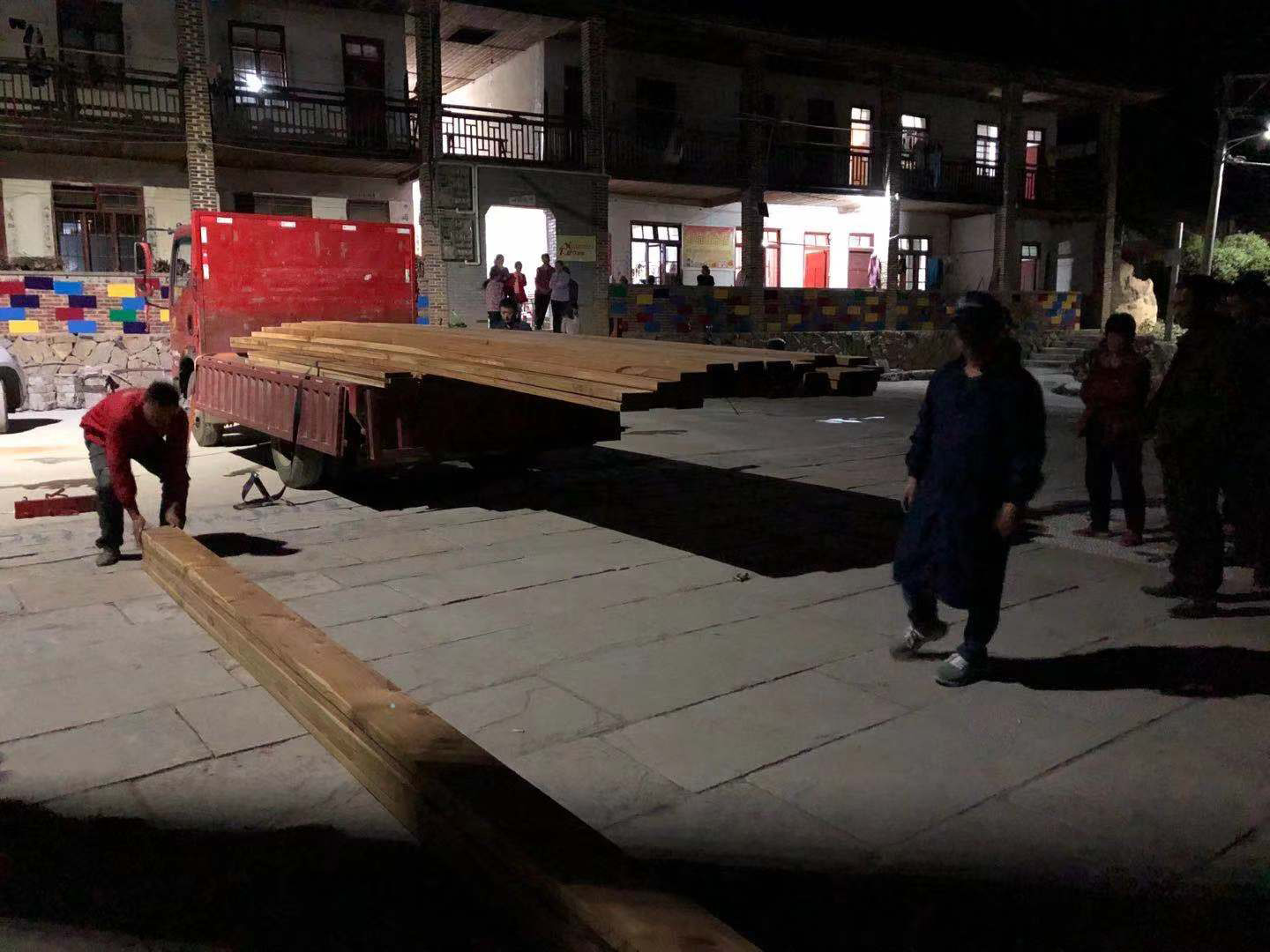 wood arrives on site, photo by Chen Fanyun